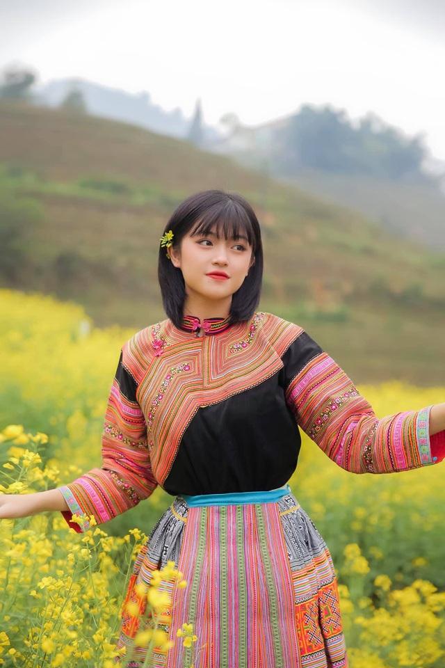 Hot girl ảnh thẻ dân tộc Giáy ngày càng xinh đẹp sau một năm nổi tiếng - 9