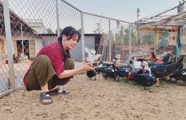 Cô gái bỏ nhà phố, xe sang ở Sài Gòn về quê cuốc đất làm nông dân - 9