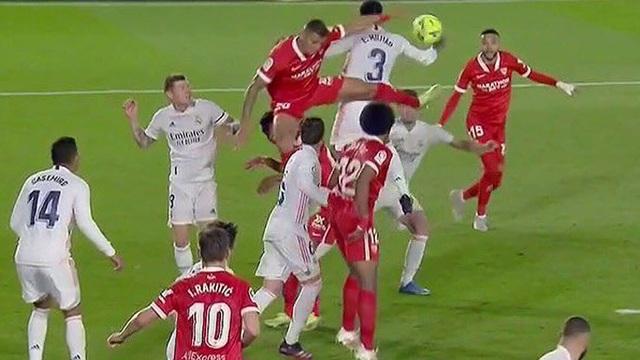 Real Madrid hụt bước, HLV Zidane nổi điên chưa từng thấy - 1