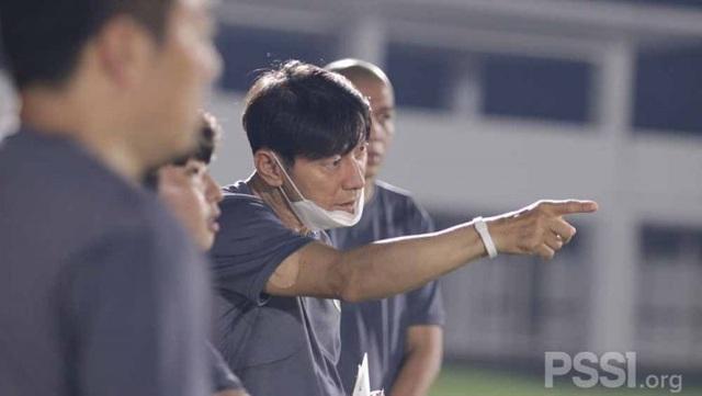 HLV Shin Tae-yong tuyên chiến đồng nghiệp Park Hang Seo - 1