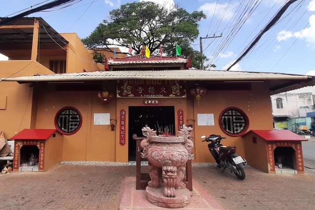 A unique temple worshiping Mrs. Hoa in the heart of Soc Trang city - 1