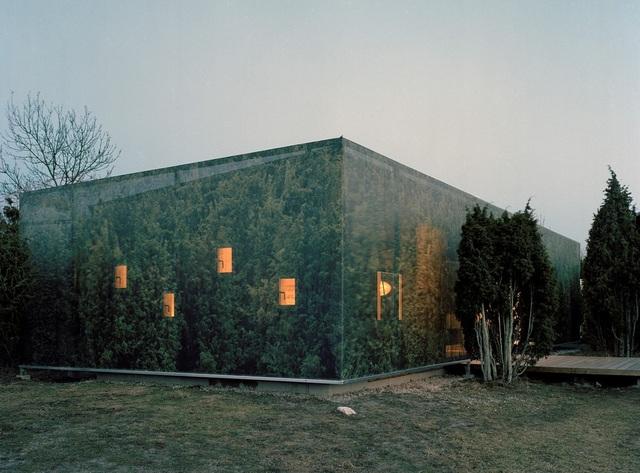Nhà tàng hình giữa rừng cây với hiệu ứng nhân đôi mặt tiền - 2