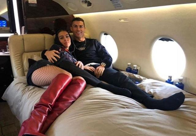 Bạn gái C.Ronaldo và những lần khoe ảnh sang chảnh trong máy bay riêng - 2