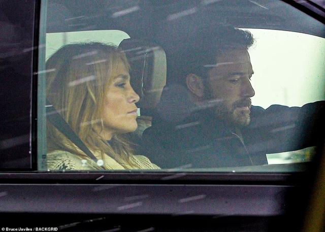 Alex Rodriguez nghĩ gì khi thấy Jennifer Lopez tái ngộ Ben Affleck? - 1