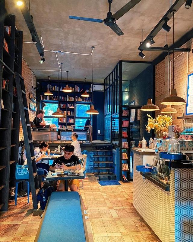 3 quán cà phê yên tĩnh, đẹp như thư viện thu nhỏ ở Sài Gòn - 3