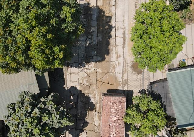 Kinh hãi đoạn đường bê tông vỡ vụn, tai nạn xảy ra như cơm bữa ở Hà Nội - 1