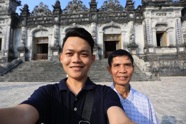 Chuyến xuyên Việt lạ của nam sinh 22 tuổi và bạn đồng hành... 74 tuổi - 1