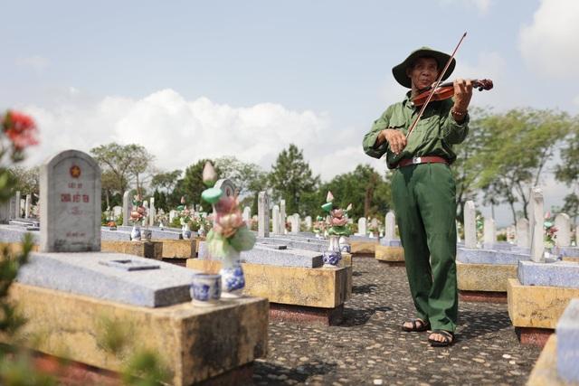 Chuyến xuyên Việt lạ của nam sinh 22 tuổi và bạn đồng hành... 74 tuổi - 2