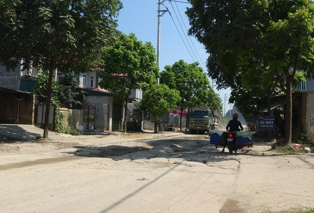 Kinh hãi đoạn đường bê tông vỡ vụn, tai nạn xảy ra như cơm bữa ở Hà Nội - 2