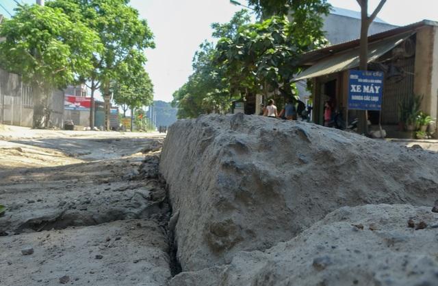 Kinh hãi đoạn đường bê tông vỡ vụn, tai nạn xảy ra như cơm bữa ở Hà Nội - 7