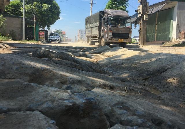 Kinh hãi đoạn đường bê tông vỡ vụn, tai nạn xảy ra như cơm bữa ở Hà Nội - 6