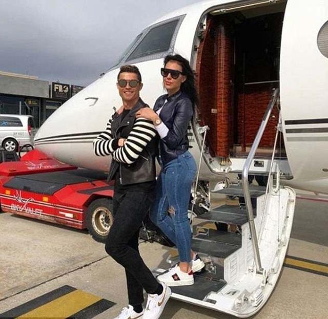 Bạn gái C.Ronaldo và những lần khoe ảnh sang chảnh trong máy bay riêng - 4