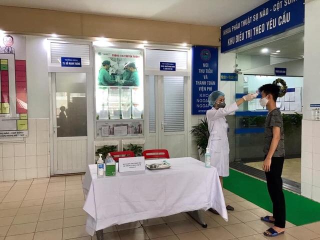 Ca Covid-19 vào gặp bác sĩ, hơn 2.000 nhân viên, bệnh nhân phải xét nghiệm - 2