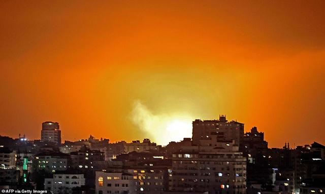 Israel không kích rung chuyển Dải Gaza sau khi hứng 150 rocket từ Hamas - 3