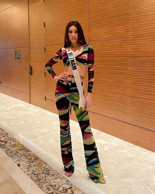 Khánh Vân ghi điểm khi giúp người đẹp Myanmar không may bị mất hành lý - 8