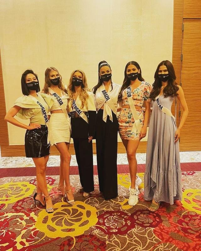 Khánh Vân ghi điểm khi giúp người đẹp Myanmar không may bị mất hành lý - 7
