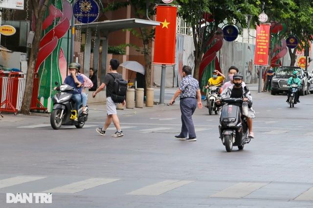 Vì sao người Sài Gòn không nghe điện thoại trên đường phố? - 3