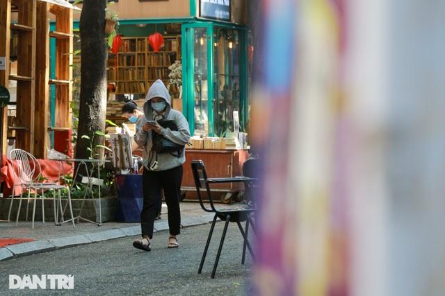 Vì sao người Sài Gòn không nghe điện thoại trên đường phố? - 2
