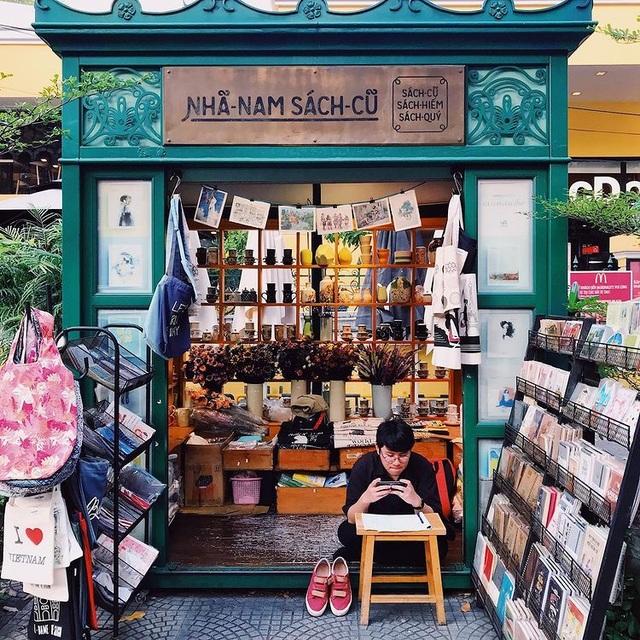 3 quán cà phê yên tĩnh, đẹp như thư viện thu nhỏ ở Sài Gòn - 5