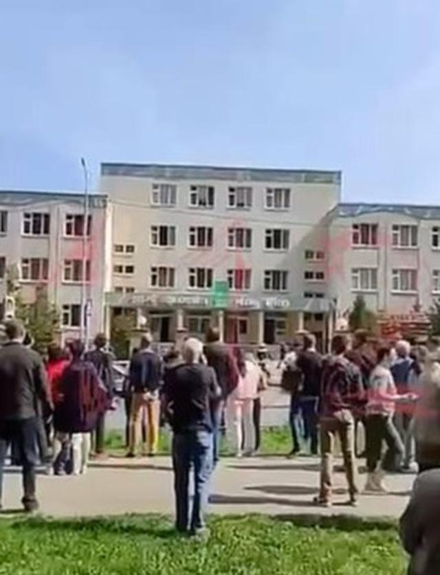 Xả súng kinh hoàng ở trường học Nga, ít nhất 11 người chết - 4