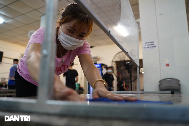 Hàng loạt quán bia ở Hà Nội gấp rút đóng cửa tạm thời vì dịch Covid-19 - 10