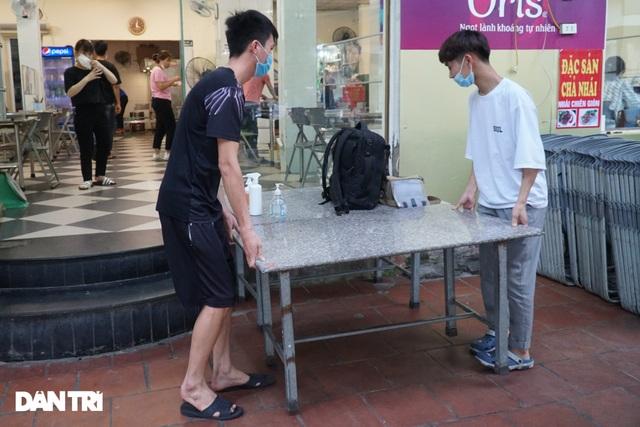 Hàng loạt quán bia ở Hà Nội gấp rút đóng cửa tạm thời vì dịch Covid-19 - 11