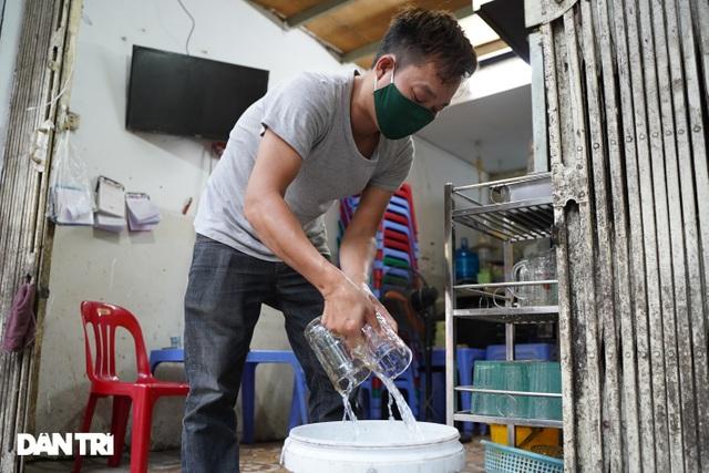 Hàng loạt quán bia ở Hà Nội gấp rút đóng cửa tạm thời vì dịch Covid-19 - 6