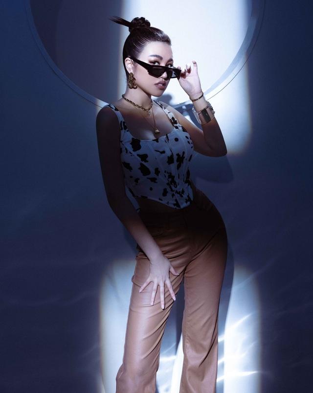 Emily Hồng Nhung tái xuất xinh đẹp - 6