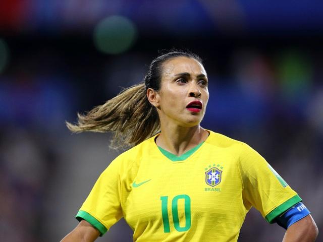 11 nữ cầu thủ nổi đình nổi đám trên mạng xã hội - 10
