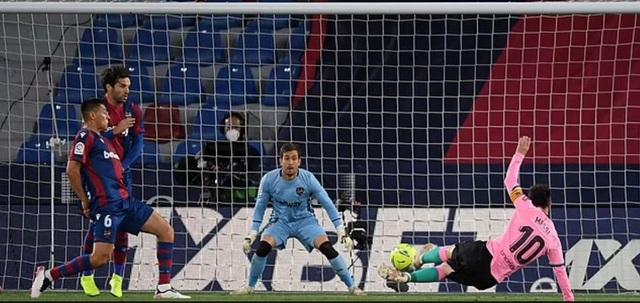 Barcelona hụt hơi ở cuộc đua vô địch, HLV Ronald Koeman lo bị sa thải - 1