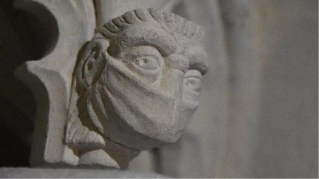 Nhà thờ chạm khắc khẩu trang lên bức tượng, đánh dấu đại dịch Covid-19 - 2