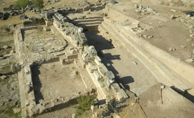 Cổng địa ngục chết chóc từ thời La Mã cổ đại vẫn tồn tại cho đến ngày nay - 2