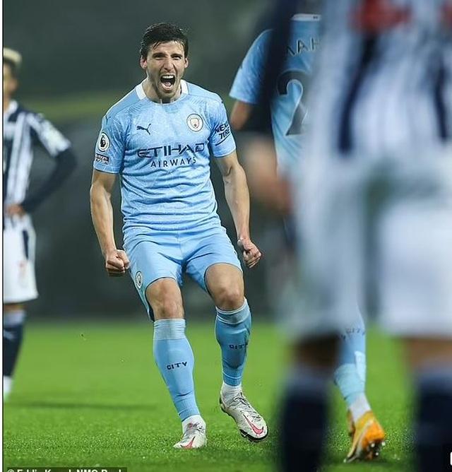 Pep Guardiola giúp Man City vô địch nhờ tài năng, không phải nhờ núi tiền - 2