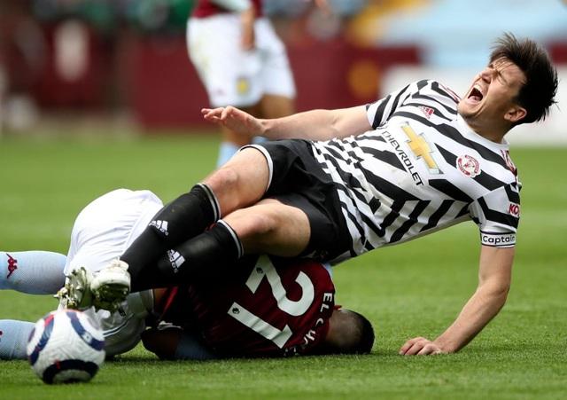Đội trưởng chống nạng ngồi buồn thiu, Man Utd lo lắng - 2