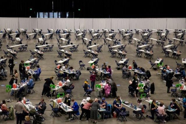 Mỹ đau đầu tháo gỡ nghịch lý thừa vắc xin Covid-19 - 1