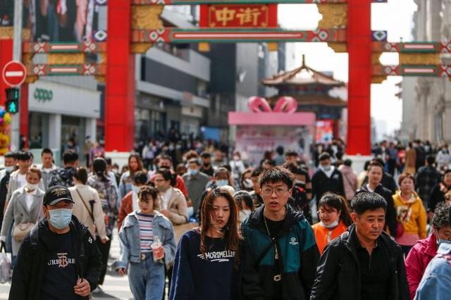 Bom nổ chậm đe dọa Trung Quốc: Khi người dân chưa kịp giàu đã già - 1