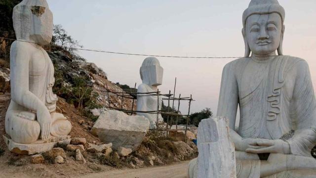 Myanmar xây tượng Phật lớn nhất thế giới lấy lòng dân giữa bão chính biến - 1