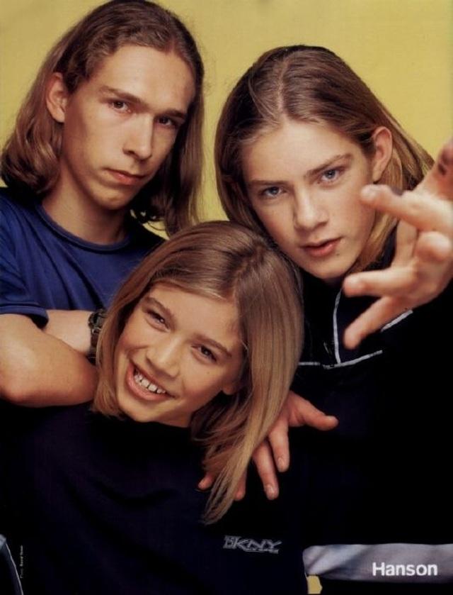 Nhóm nhạc nổi tiếng ba anh em nhà Hanson có tới 15 đứa con - 1