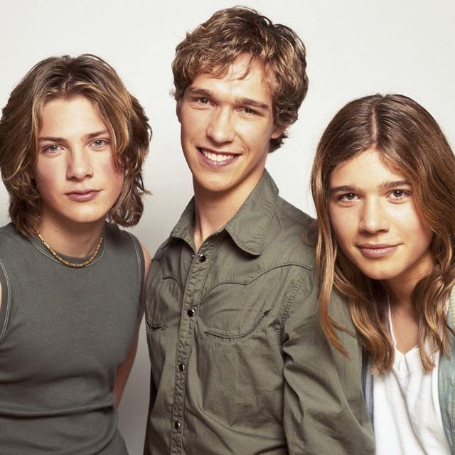 Nhóm nhạc nổi tiếng ba anh em nhà Hanson có tới 15 đứa con - 2