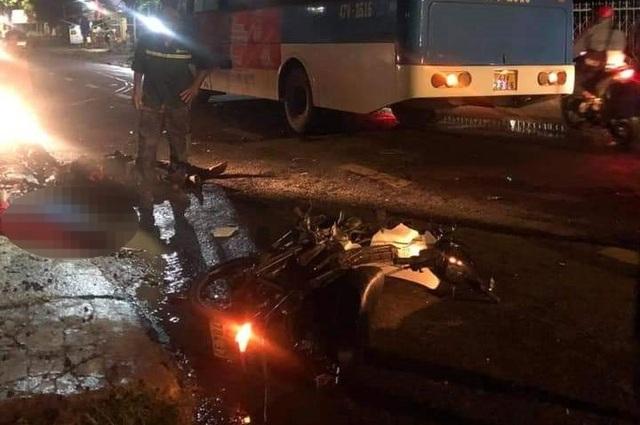 Tông trực diện vào xe buýt, 2 người đàn ông tử vong tại chỗ - 1