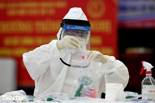 Hà Nội: Thêm bác sĩ Bệnh viện Phổi Trung ương dương tính SARS-CoV-2 - 1
