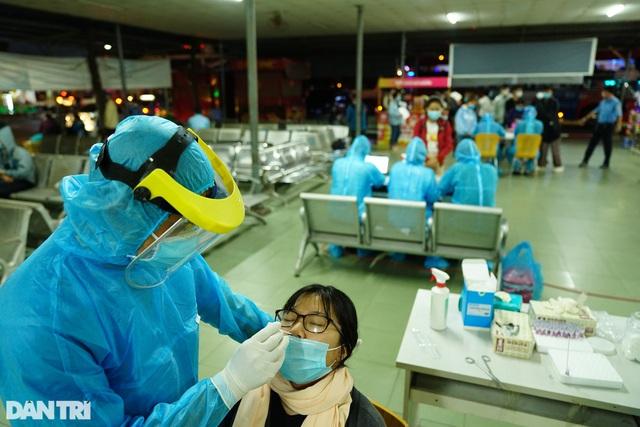 TPHCM: Cách ly gần 5.000 người có nguy cơ nhiễm SARS-CoV-2 - 2
