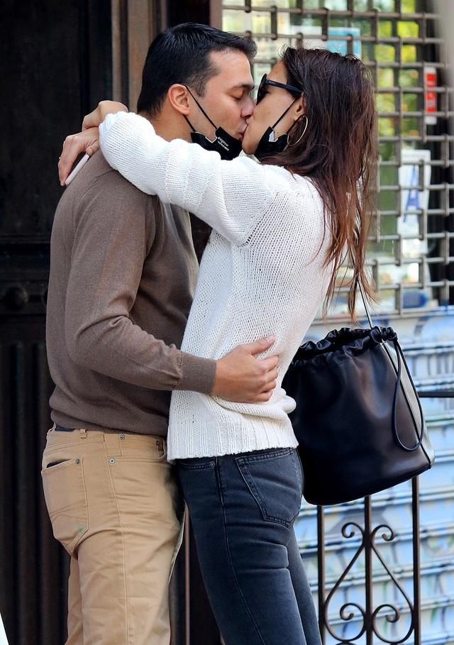 Vợ cũ Tom Cruise chia tay bạn trai kém tuổi sau ít tháng hẹn hò - 1