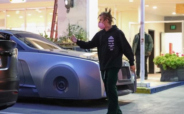 Justin Bieber lái siêu xe có một không hai ra phố - 1
