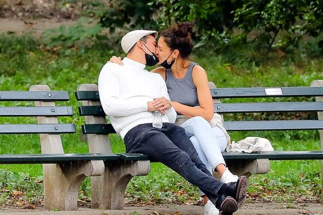 Vợ cũ Tom Cruise chia tay bạn trai kém tuổi sau ít tháng hẹn hò - 2