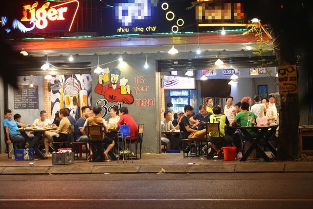 Quán nhậu Sài Gòn xập xình, nhộn nhịp bất chấp lệnh cấm tụ tập đông người - 1
