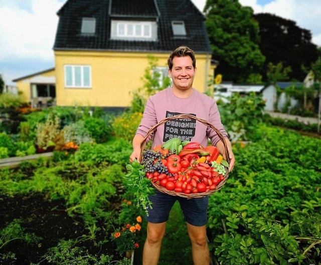 Cuộc sống mơ ước của đôi bạn thân rủ nhau về quê trồng rau, nuôi gà - 11