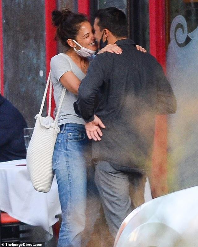 Vợ cũ Tom Cruise chia tay bạn trai kém tuổi sau ít tháng hẹn hò - 4