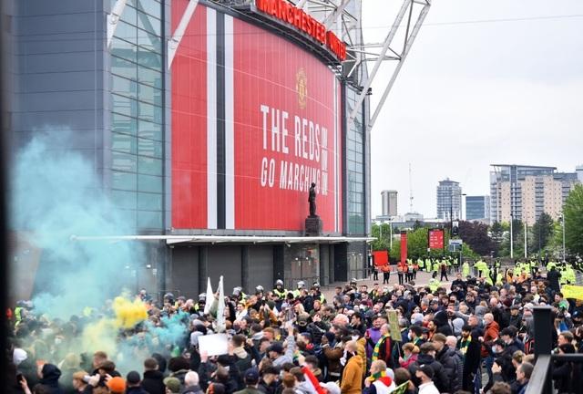 Trọng tài quay lưng, Liverpool vẫn thắng ngoạn mục trước Man Utd - 1