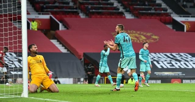 Trọng tài quay lưng, Liverpool vẫn thắng ngoạn mục trước Man Utd - 4